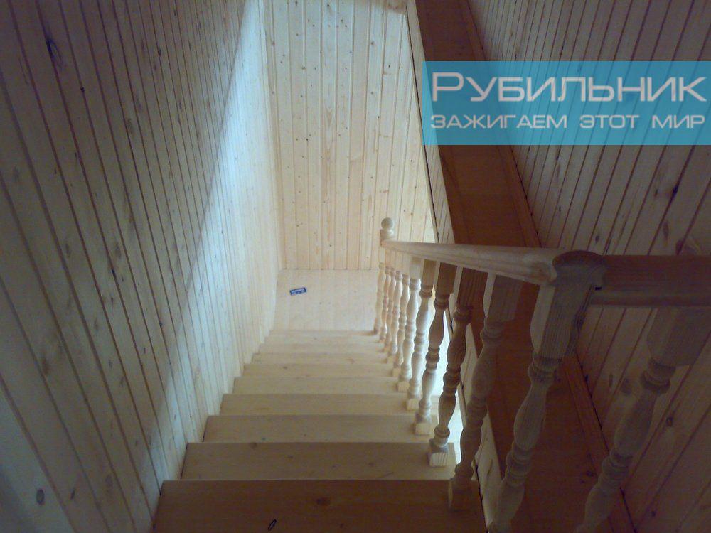 Электрика в деревянном доме: современные короба в цвет дерева